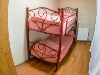 2 kişilik camlı apart odası